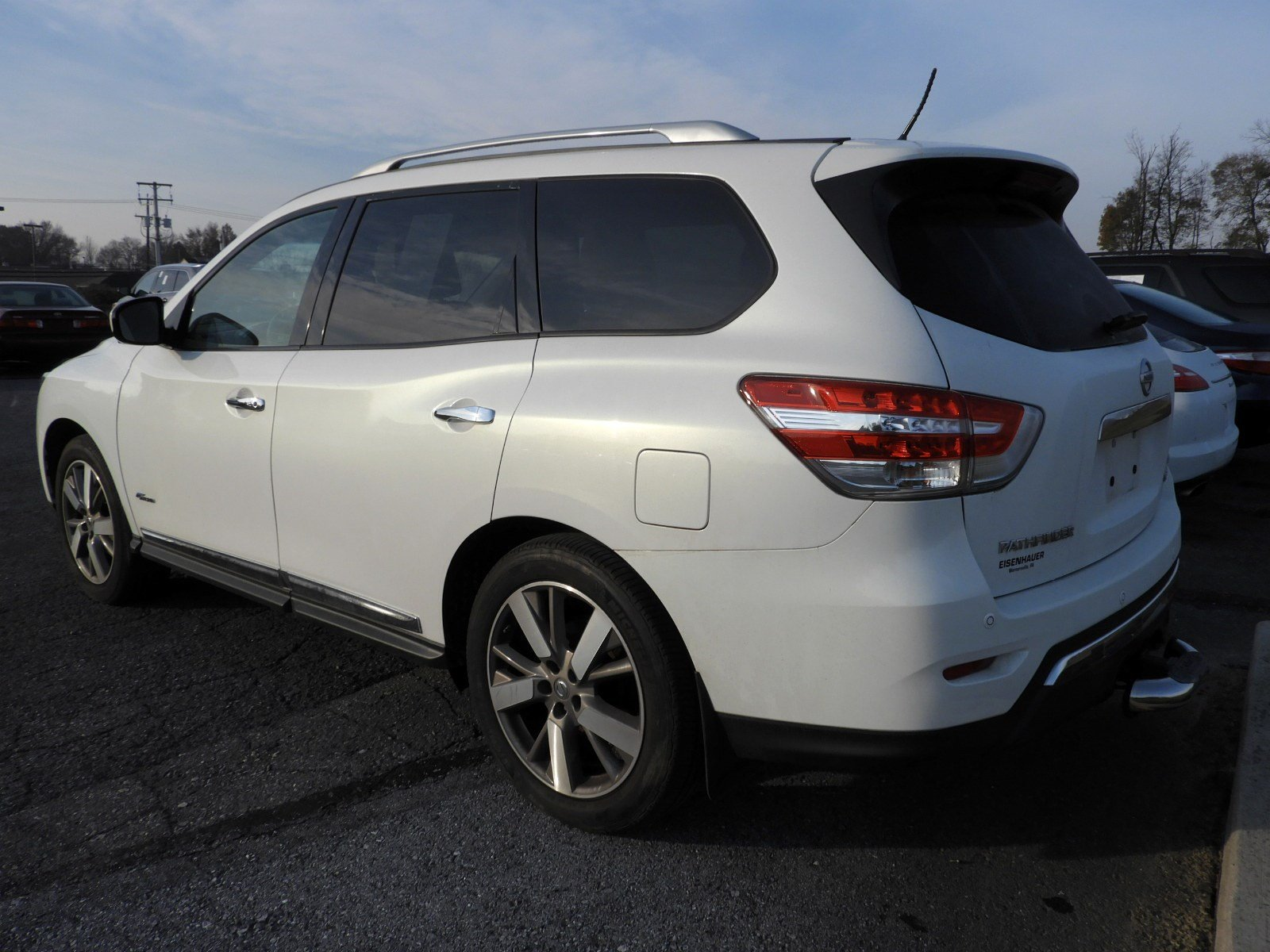 Pre-Owned 2014 Nissan Pathfinder Platinum Hybrid
