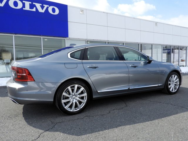 Pre-Owned 2018 Volvo S90 Inscription