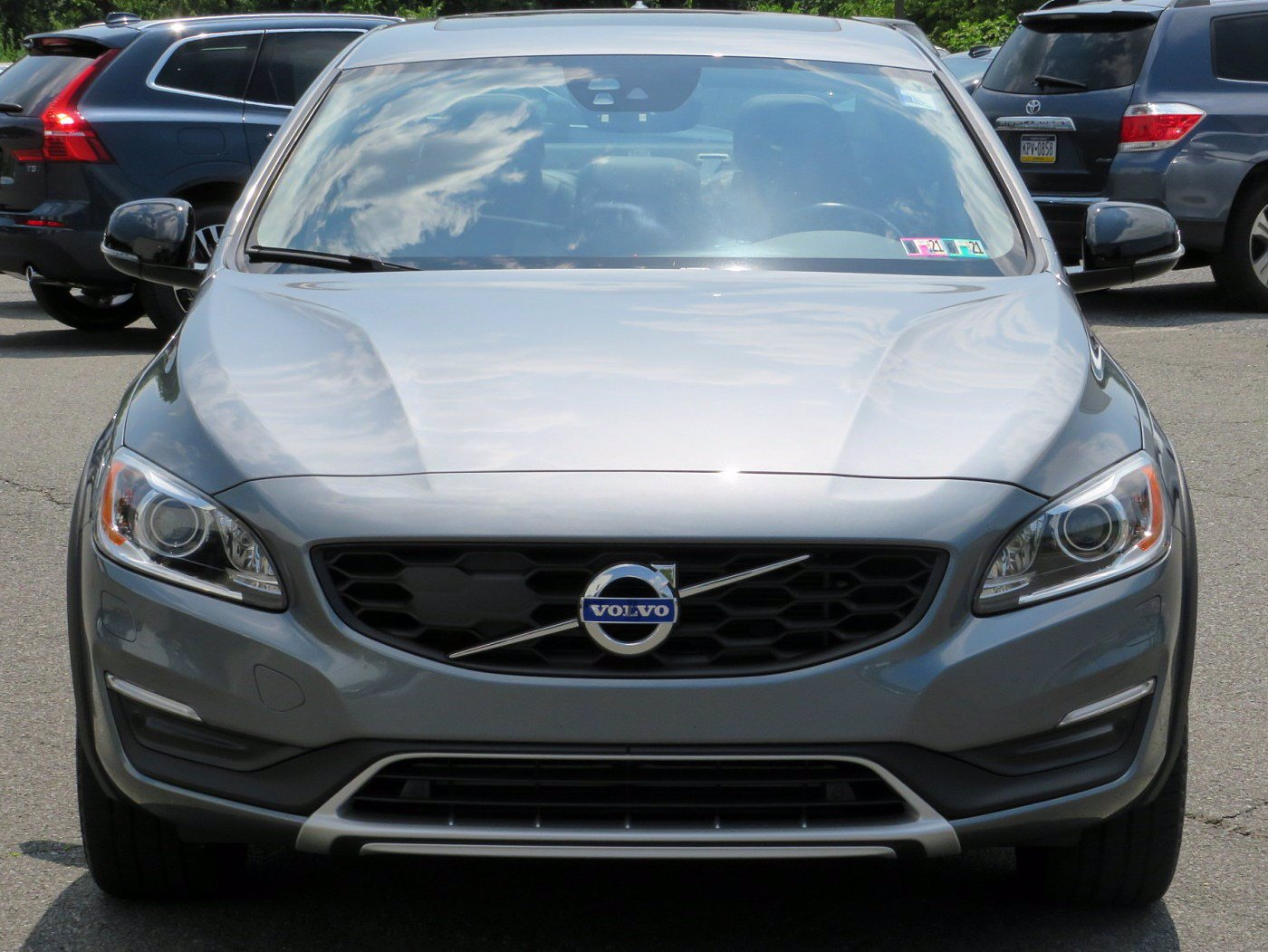 Pre-Owned 2017 Volvo S60 Cross Country T5