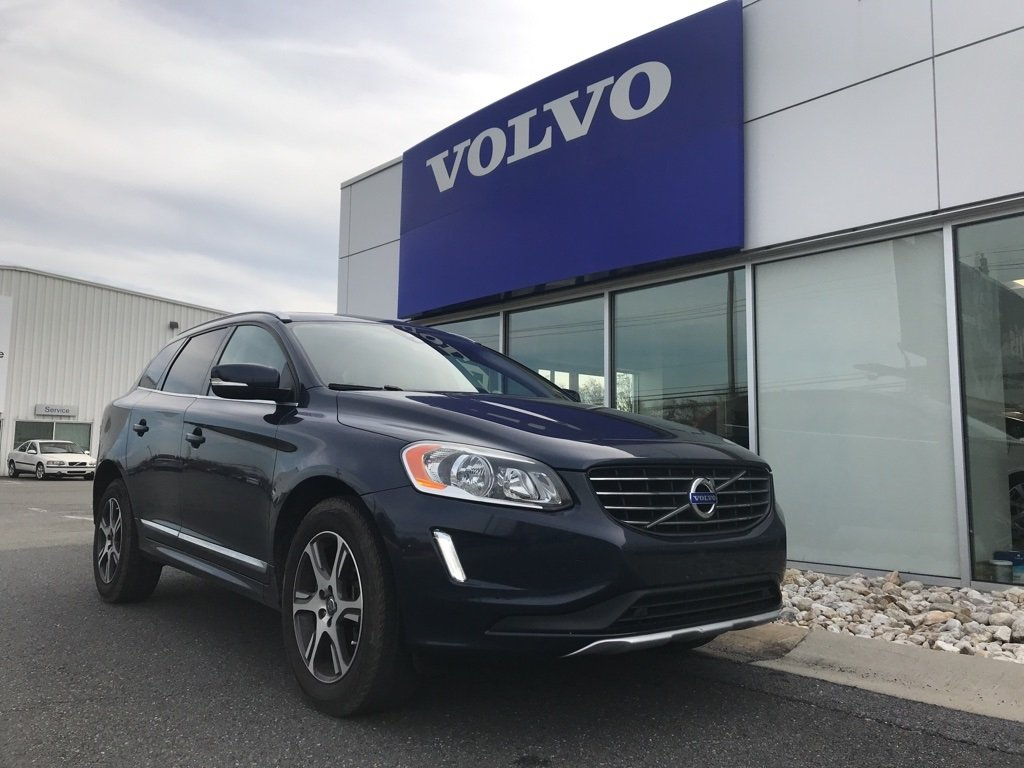 Pre-Owned 2015 Volvo XC60 T6