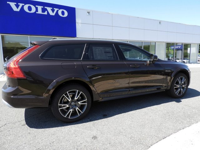 Pre-Owned 2017 Volvo V90 Cross Country T6 AWD